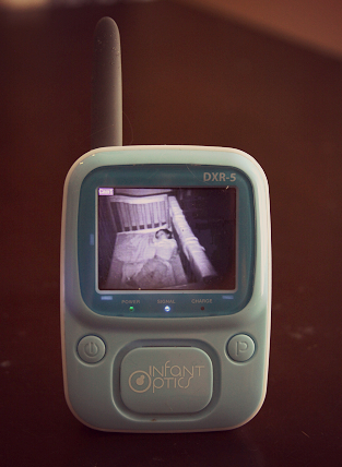 Infant Optics DXR-5 Video Baby Monitor Review -  Is It Worth Your Money? 2
